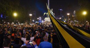 خداحافظی باشکوه با اسطوره/ آرژانتین در سوگ، تشییع جنازه میلیونی دیهگو (عکس)